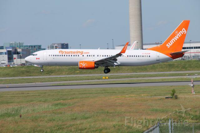 Boeing 737-800 (C-FLSW)