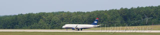 Embraer 170/175 (N108HQ)