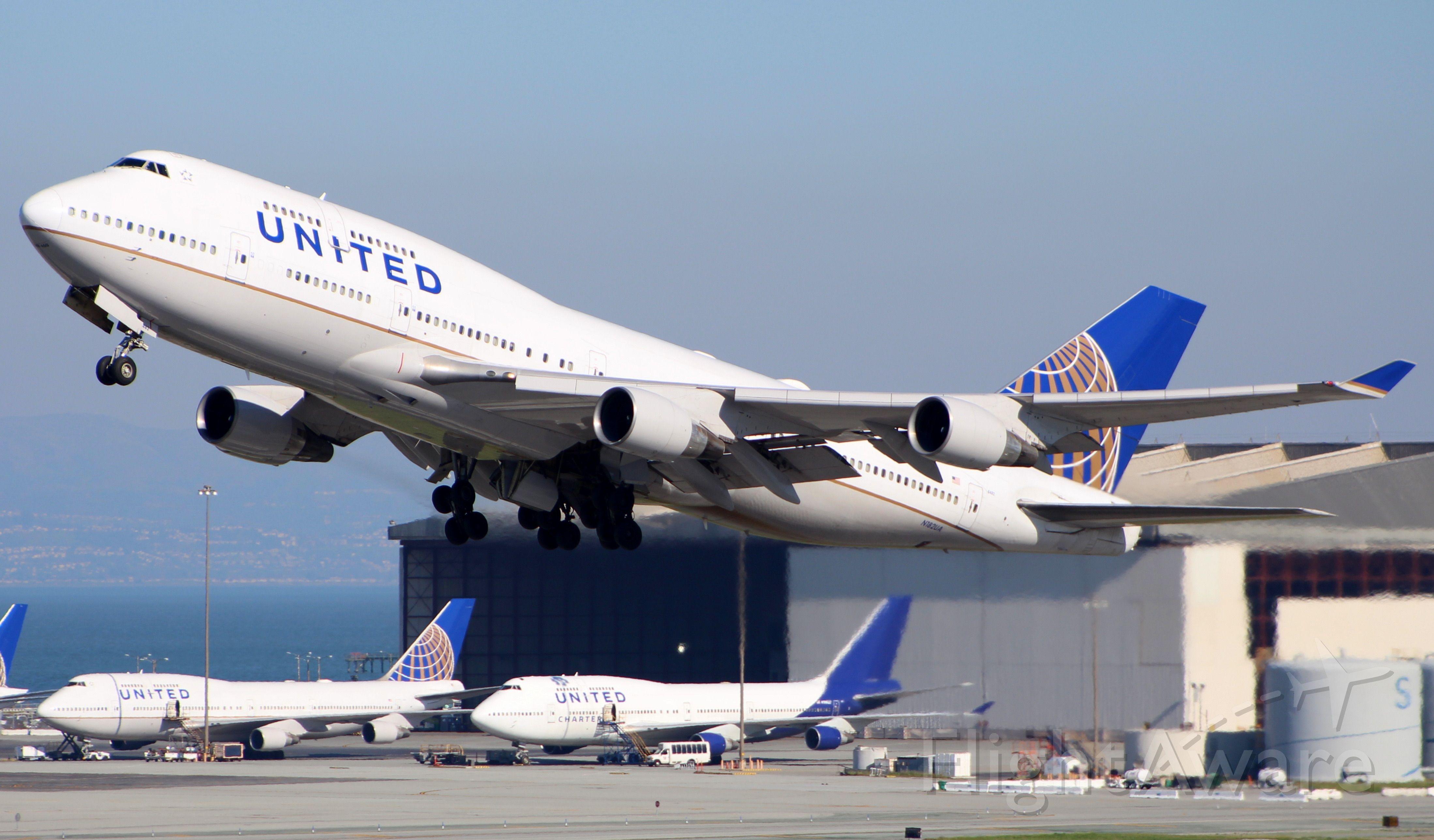 Boeing 747-400 (N182UA)