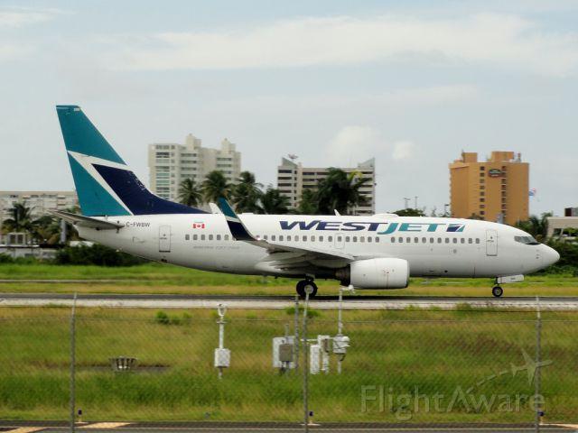 Boeing 737-700 (C-FWBW)
