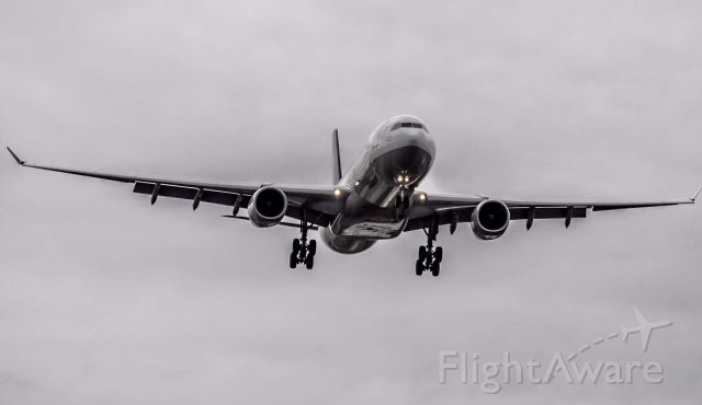 Airbus A330-300 (D-AIKB) - A Lufthansa A330-300 on final for runway 4L into DTW.