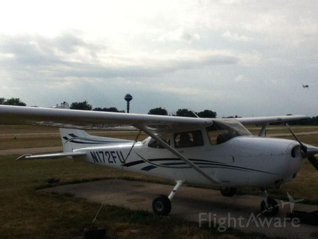 Cessna Skyhawk (N172FU) - Back at its tie-down spot after I washed it.