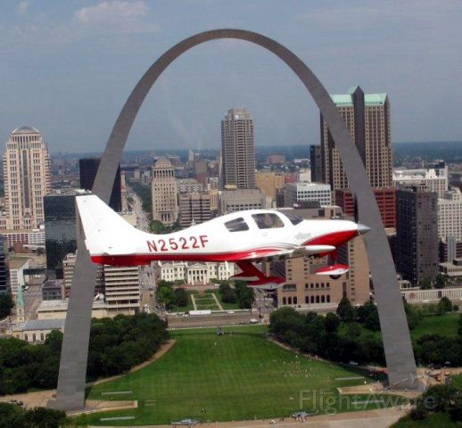 Cessna 400 (N2522F) - Flying past the St Louis Arch