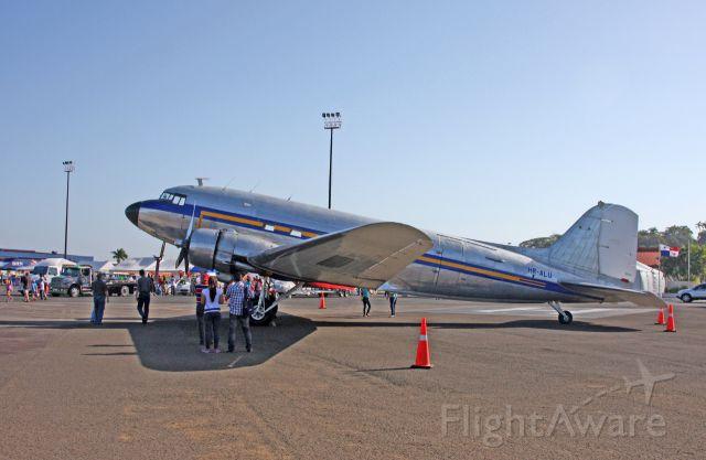 Douglas DC-3 (HR-ALU)