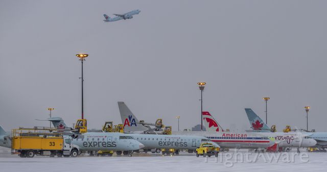 Canadair Regional Jet CRJ-100 (C-FWRR) - Busy day on the de-icing ramp… the show must go on!