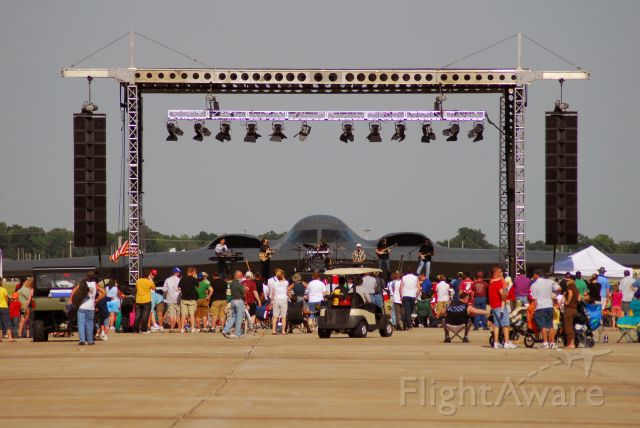 — — - B-2 behind the stage of the Lee Greenwood concert at Wings Over Whiteman 2009