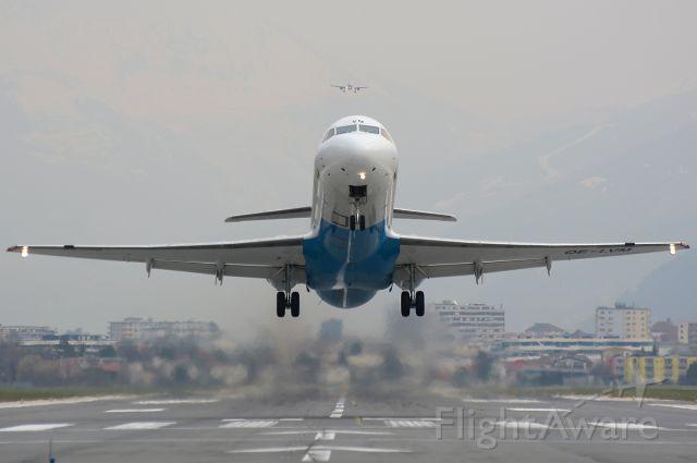 Fokker 100 (OE-LVM) - Followed by LN-RKI in approach