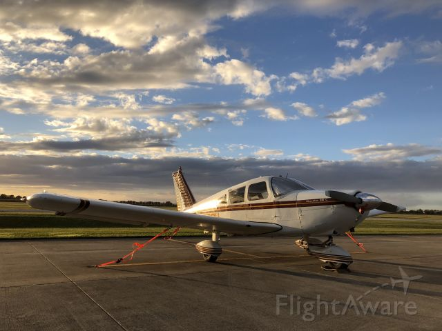 Piper Dakota / Pathfinder (N9392W) - PA-28-235 on the ramp at 2R2 in the evening
