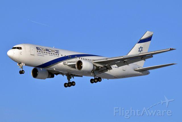 BOEING 767-200 (4X-EAE) - Boeing 767-27E/ER El Al Israel Airlines (2009)