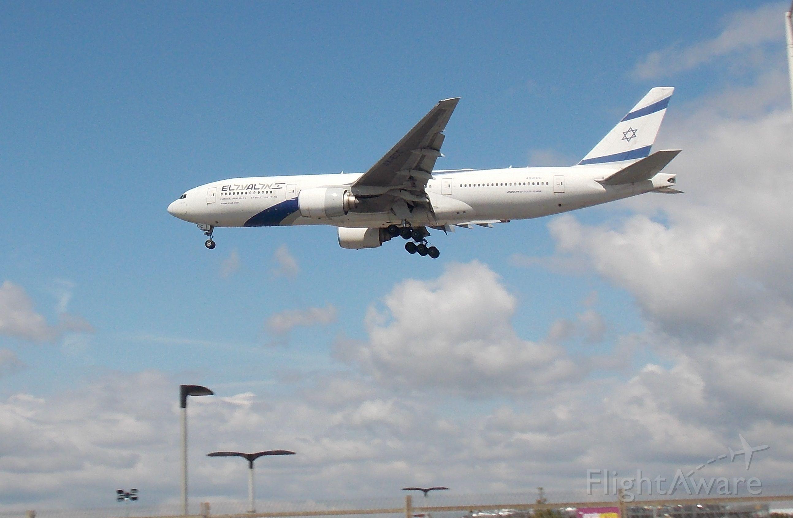 Boeing 777-200 (4X-ECC)