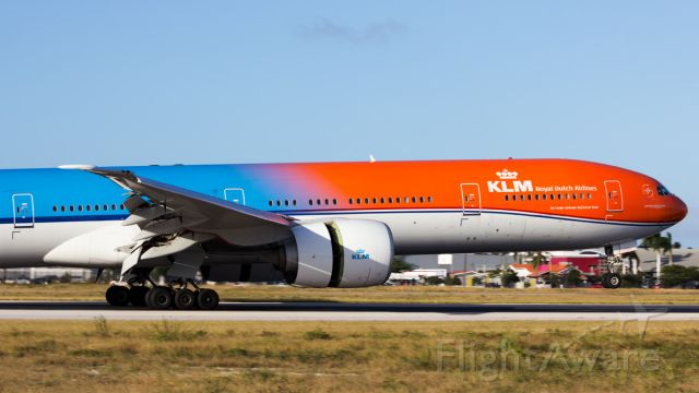 Boeing 777-200 (PH-BVA) - Orange pride touched down on Orange City! 1st time ever landing of a B77W