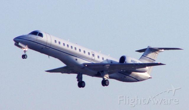 Embraer ERJ-135 (N983JC)
