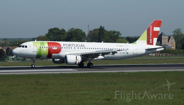 Airbus A320 (CS-TNY)