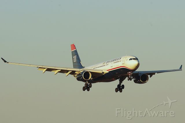 Airbus A330-200 (N280AY) - Arriving late from LGW as AWE733