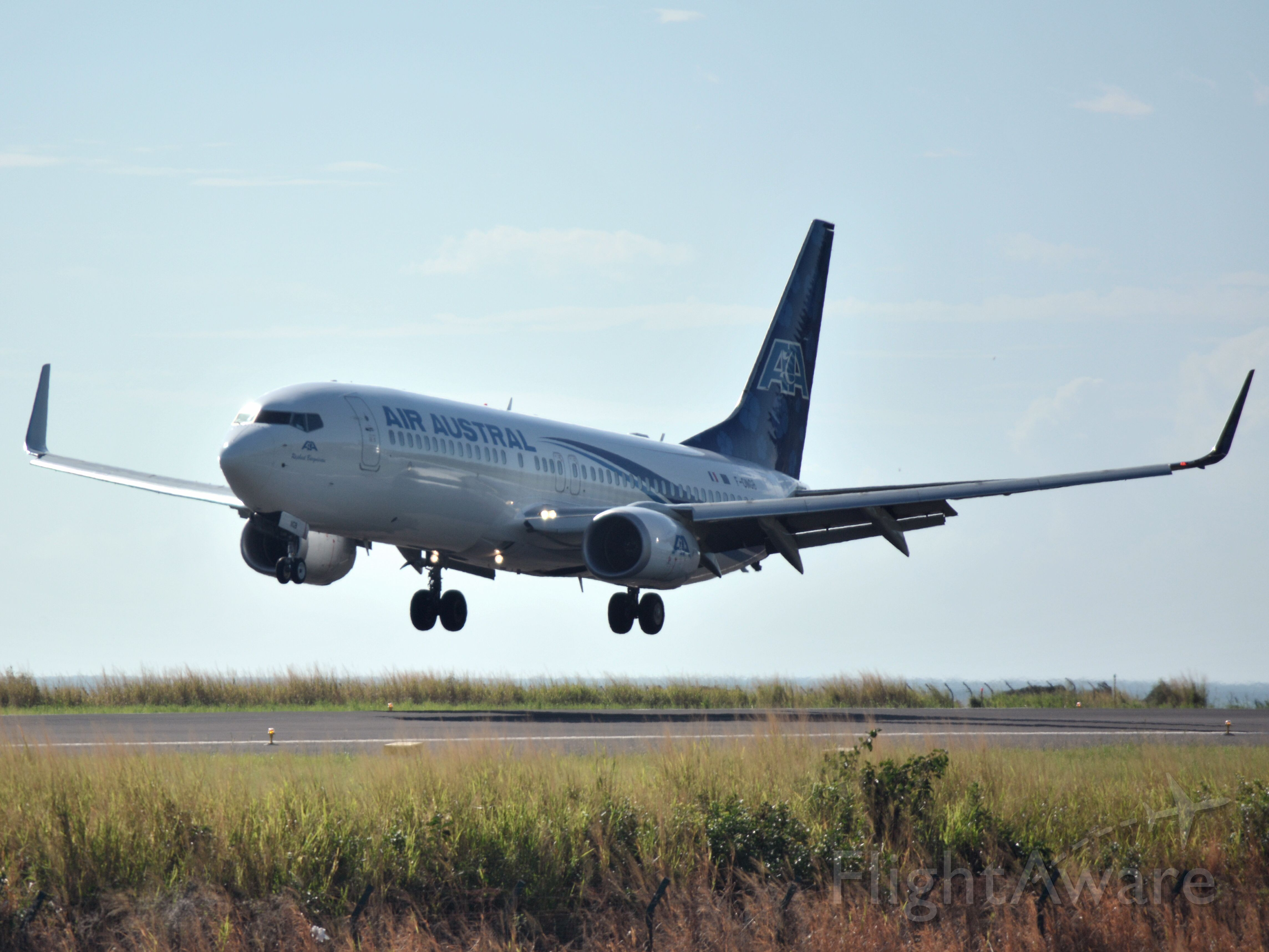 Boeing 737-800 (F-ONGB) - Landing RW30