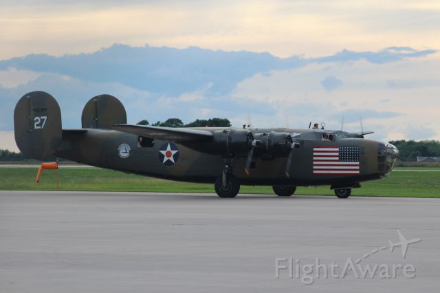 Consolidated B-24 Liberator (N24927) - With engines humming at ATW.