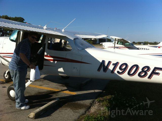 Cessna Skyhawk (N1908F) - Richards Aviation