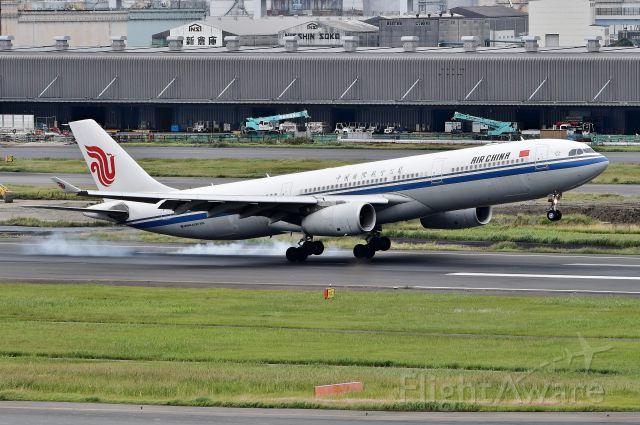 Airbus A330-300 (B-8579)