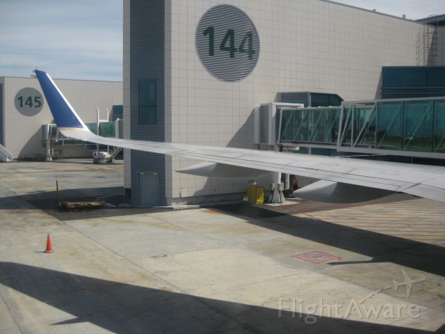 Boeing 757-200 (N34137) - Ready for push-back as Continental 65 Lisbon-Newark
