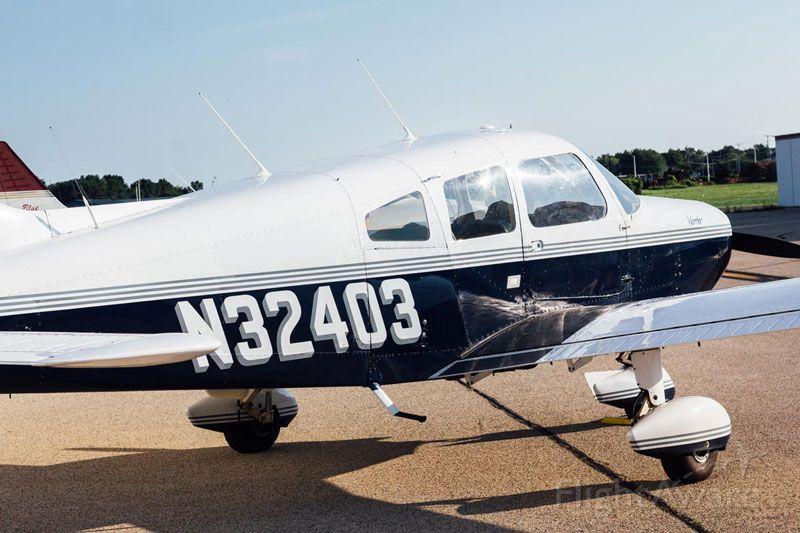 Piper Cherokee (N32403)