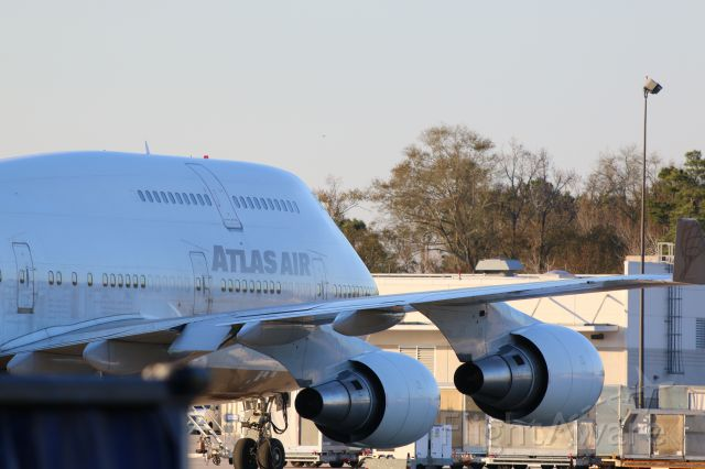 Boeing 747-400 (N322SG) - loading up in cargo parking.
