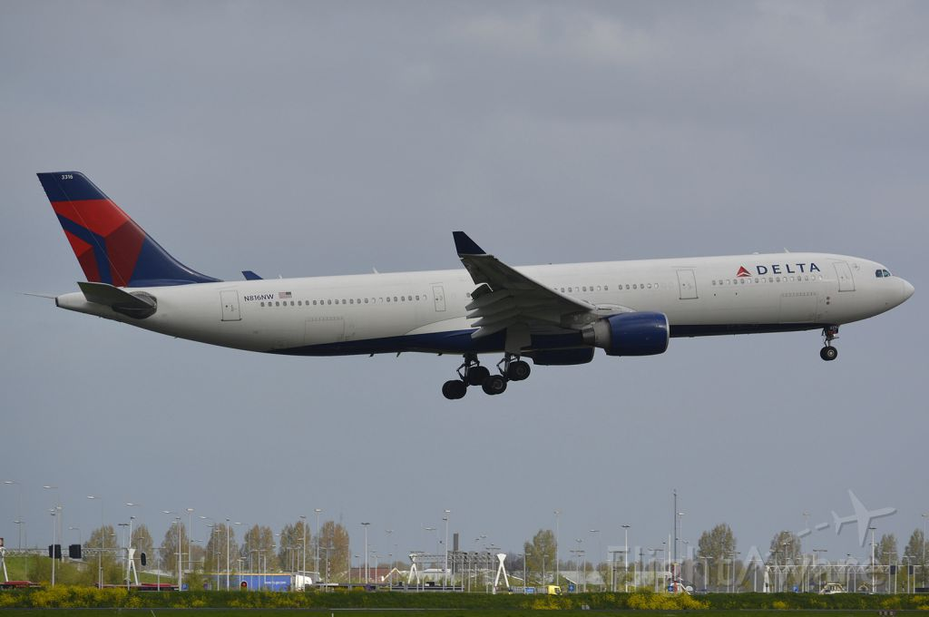 Airbus A330-300 (N816NW)