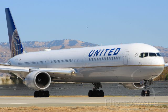 BOEING 767-400 (N69059)