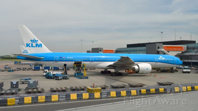 BOEING 777-300ER (PH-BVS) - KLM Boeing 777-306(ER) PH-BVS in Amsterdam