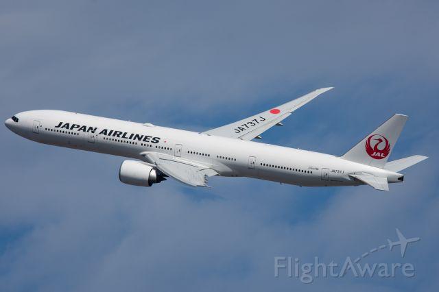 BOEING 777-300 (JA737J)
