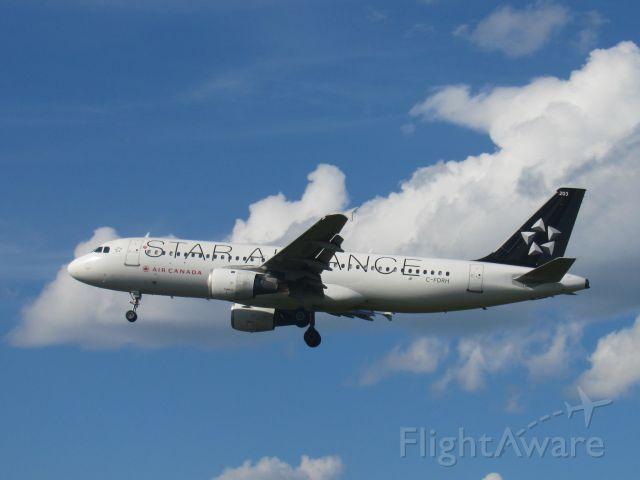 Airbus A320 (C-FDRH)