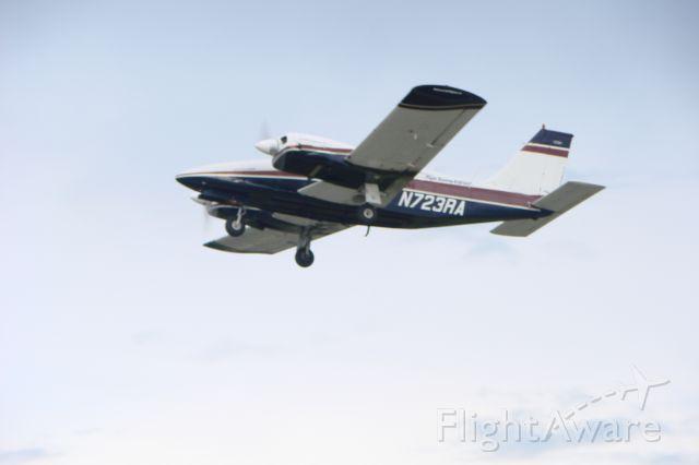 Piper Seneca (N723RA)