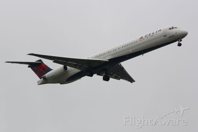 McDonnell Douglas MD-88 (N919DE) - Delta Flight 2171 (N919DE) arrives at Sarasota-Bradenton International Airport following a flight from Hartsfield-Jackson Atlanta Interantional Airport