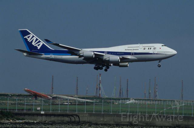 Boeing 747-400 (JA8962) - Short Final at Tokyo-Haneda Intl Airport Rwy22 on 1993/07/06
