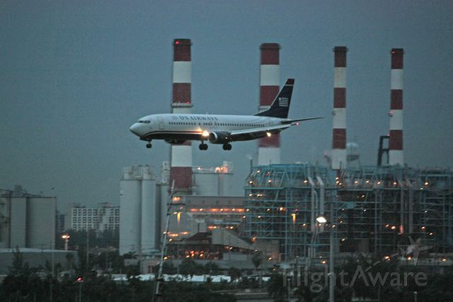 BOEING 737-400 (N454UW)