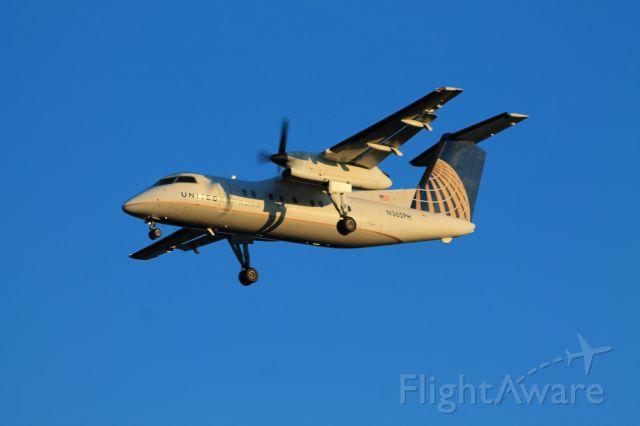 de Havilland Dash 8-200 (N365PH) - Commutair Dash-8-200 from Newark (KEWR) on final for runway 6.