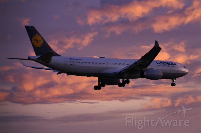 Airbus A330-300 (D-AIKH)