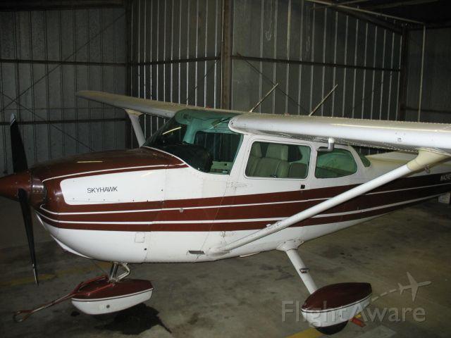 Cessna Skyhawk (N1424E)
