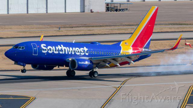 Boeing 737-700 (N7825A) - Landing at Love Field in Dallas.