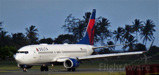 Boeing 737-800 (N3762Y)