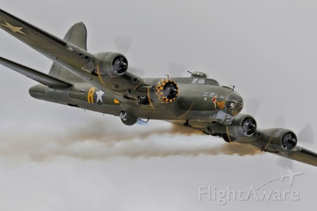 Boeing B-17 Flying Fortress (G-BEDF) - Sally B coming-in for a Rwy heading pass at RIAT17.