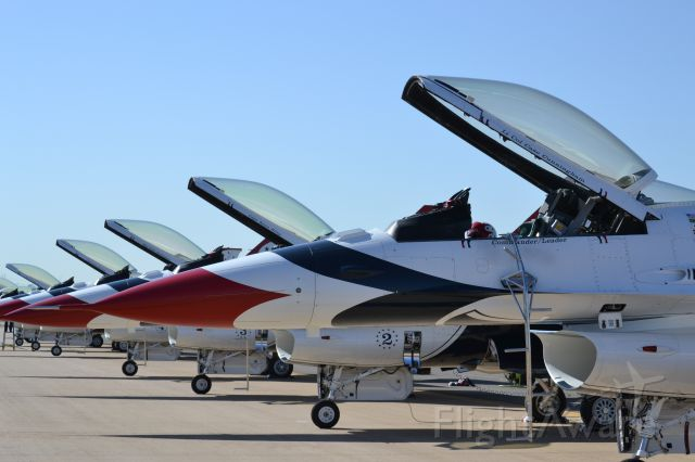 — — - Thunderbirds Fort Worth Alliance Air Show