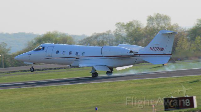 Learjet 60 (N207AW)