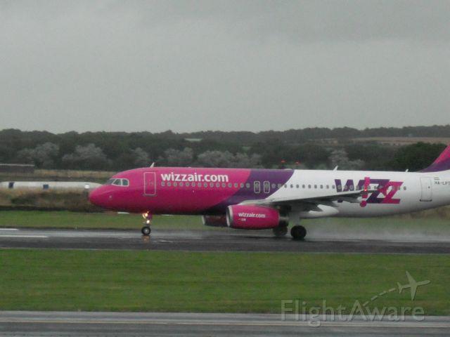 Airbus A320 (HA-LPT) - Taking off 31