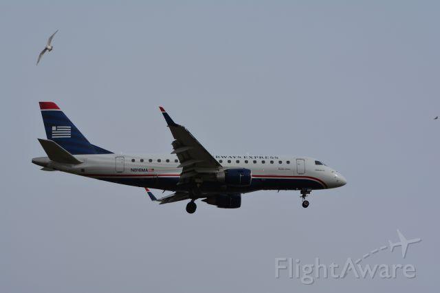 Embraer 170/175 (N816MA)
