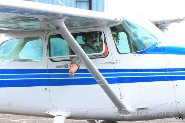 Cessna Skyhawk (N65645) - The flight instructor gives me the thumbs up!