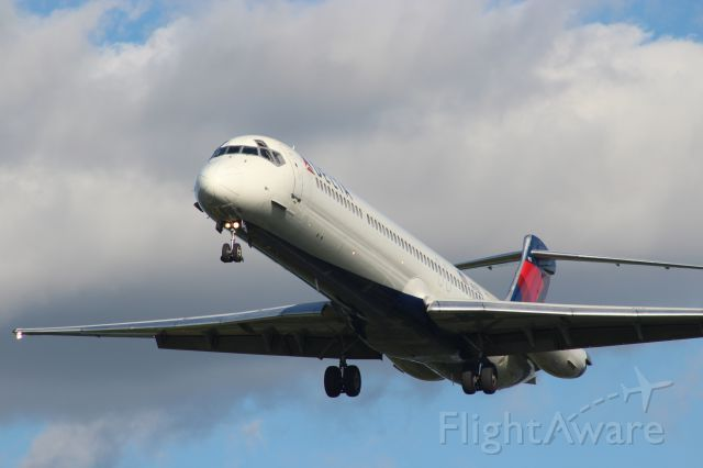 McDonnell Douglas MD-80 — - Really close to the end of the runway.
