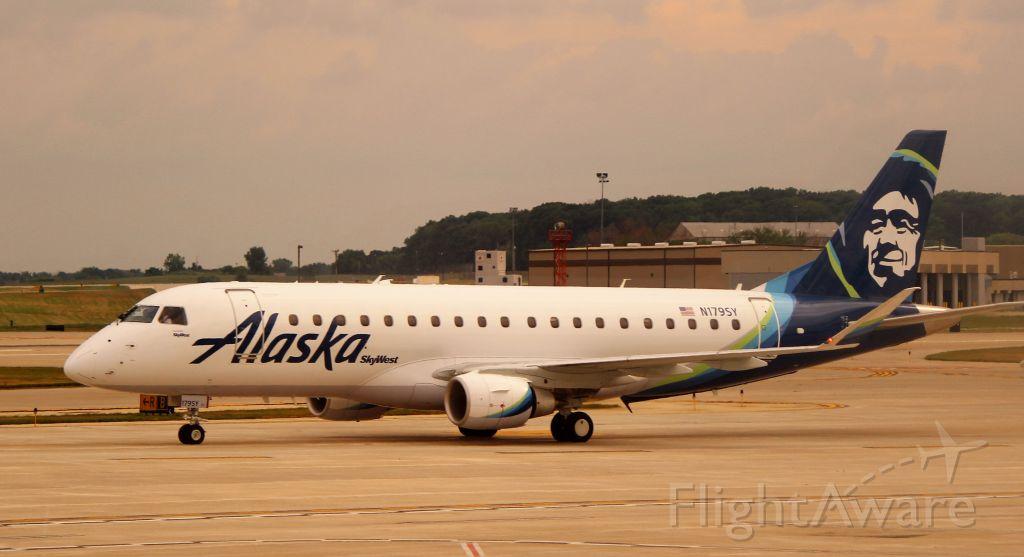 Embraer 175 (N179SY)