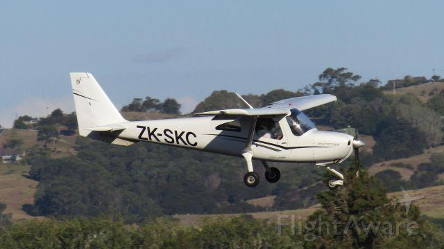 Cessna Skycatcher (ZK-SKC) - Auckland Aero Club's SKC among rolling hills.