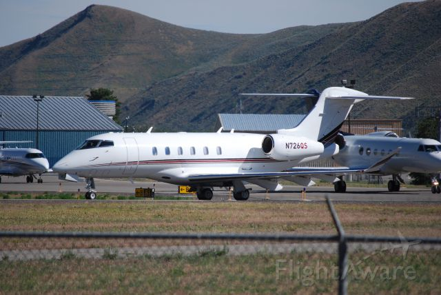 Bombardier Challenger 300 (N726QS)