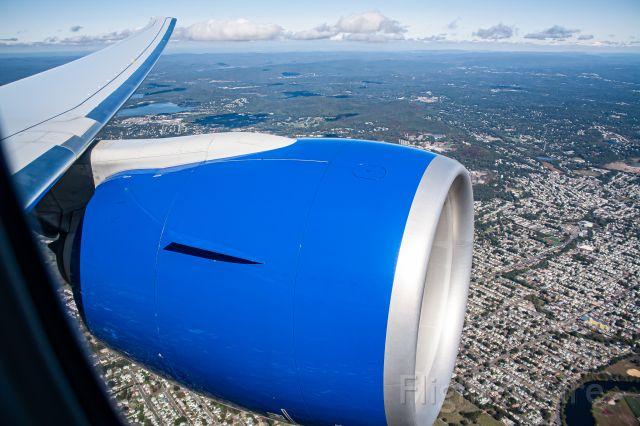 BOEING 777-300ER (N2749U) - ORD-EWR